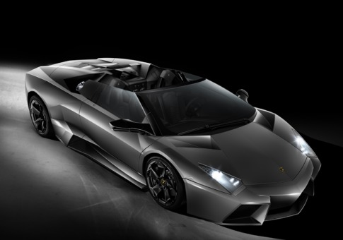 Der Lamborghini Reventón Roadster läutetete auf der IAA in Frankfurt 2009 eine neue Runde der exklusivsten Fahrzeuge ein: Mit dem kantigen Design eines Stealth-Bombers, mit 670 PS und 660 Newtonmeter Drehmoment und einer Auflage von gerade mal 20 Stück weltweit.