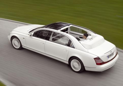 """Hier handelt es sich wohl um die exklusivste, """"Open-Air-Luxuslimousine"""" der Welt. Basis dieses Edelmodels ist die Chauffeur-Limousine Maybach 62 S. Die 612 PS starke Luxuslimousine erfüllt dem anspruchsvollen Kunden sämtliche Wünsche an Komfort und Luxus."""